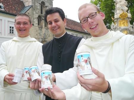 2007.08.17._-_Papstbesuch_Papstkerzen_sind_angekommen_-_004_01.jpg